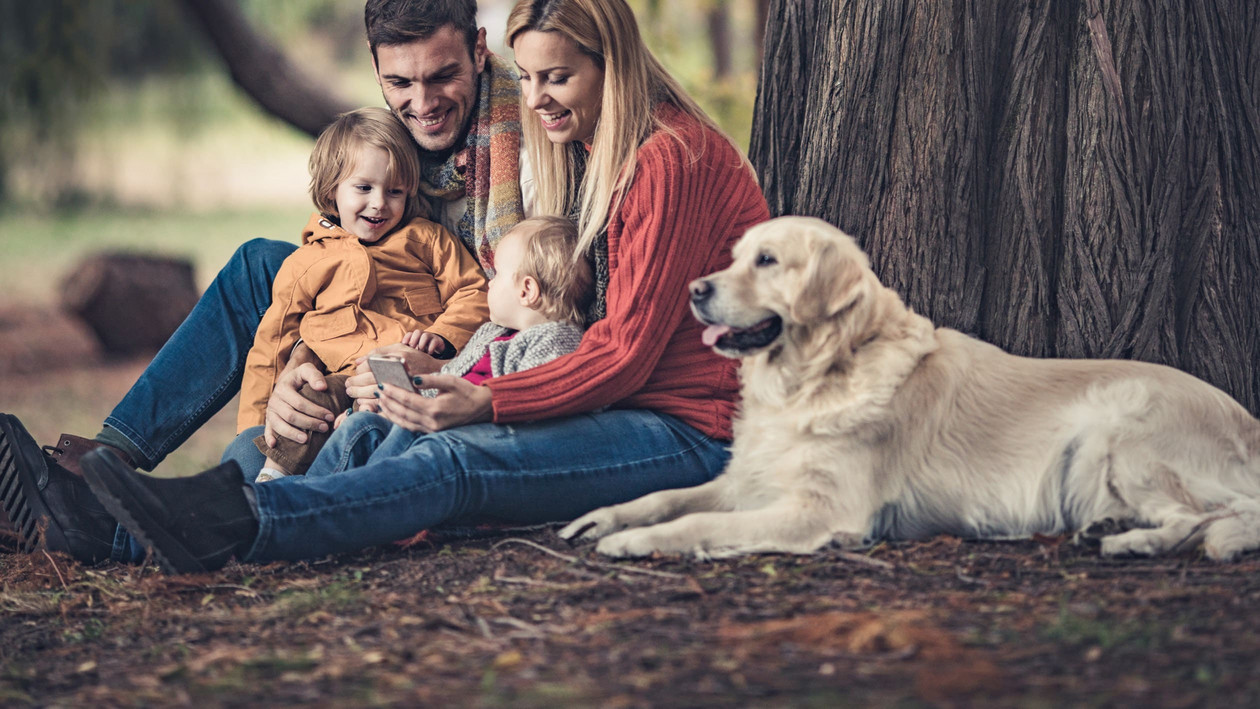 Golden Retriever mit Familie